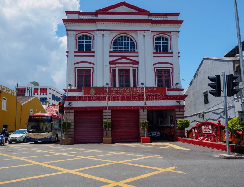 O quartel dos bombeiros 1908 na rua da praia, Georgetown, Penang, Malásia foto de stock royalty free