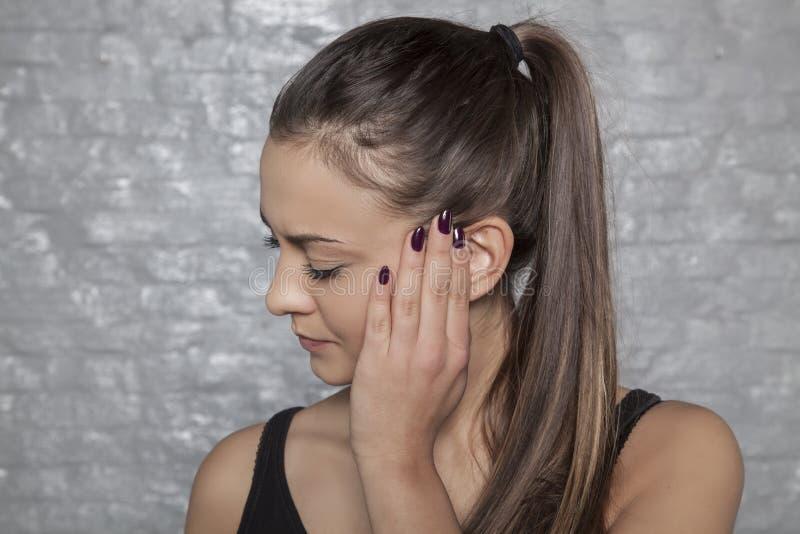 O que são as causas de dores de cabeça frequentes imagem de stock royalty free