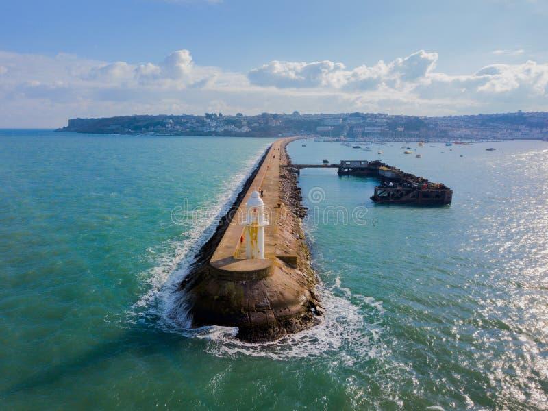 O quebra-mar em Brixham, Devon, Reino Unido fotos de stock royalty free