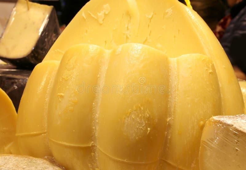 O queijo duro italiano amarelo chamou Provolone imagem de stock royalty free