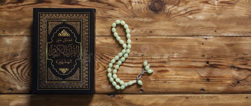 O Quran santamente r O Quran santamente Espa?o livre imagem de stock