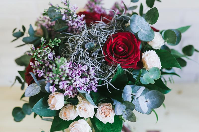 O ramalhete bonito delicado das flores fecha-se acima fotografia de stock