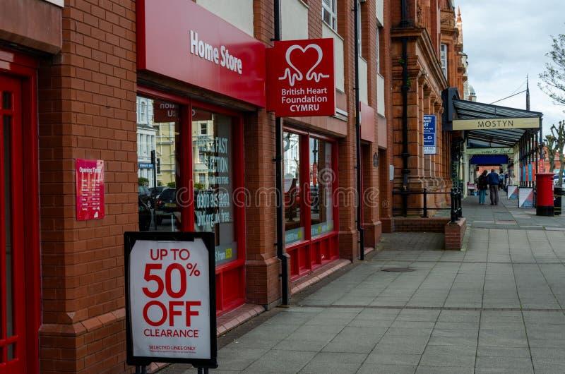 O ramo de Llandudno da loja britânica da casa da fundação do coração fotografia de stock