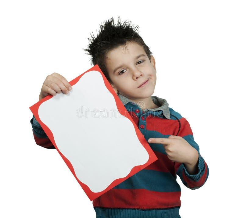 O rapaz pequeno aponta o whiteboard fotografia de stock royalty free