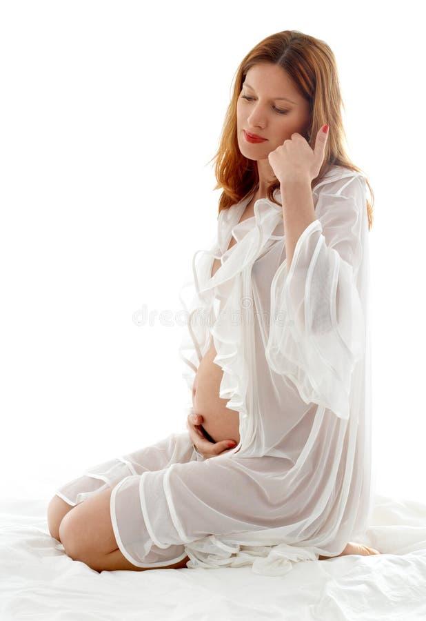 O redhead grávido transparen dentro imagens de stock