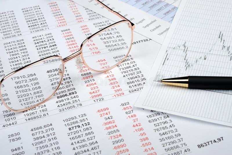 Download O relatório financeiro imagem de stock. Imagem de dinheiro - 12807207