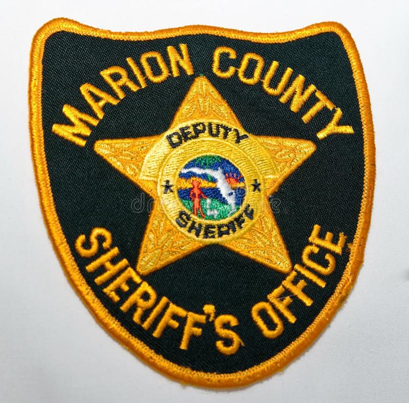 O remendo de ombro do escritório do Marion County Sheriff em um fundo branco imagem de stock