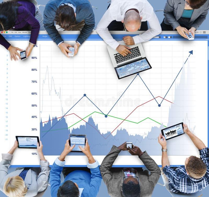 O rendimento do aumento das vendas do negócio compartilha do conceito imagens de stock royalty free