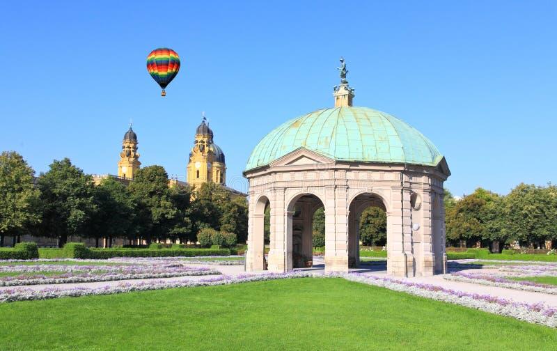 O Residenz e o Odeonsplatz em Munich fotos de stock royalty free