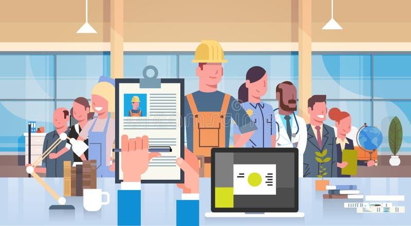 O resumo de Hand Hold Cv do gerente da hora de ocupações diferentes dos povos de Over Group Of do trabalhador da construção escol ilustração do vetor