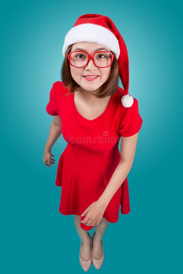 O retrato asiático de sorriso da mulher com o chapéu de Santa do Natal isolou o imagens de stock royalty free