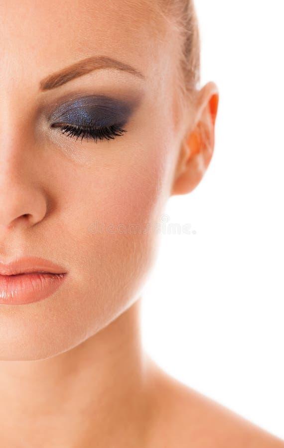 O retrato da beleza da mulher com composição perfeita, smokey eyes, completamente imagens de stock