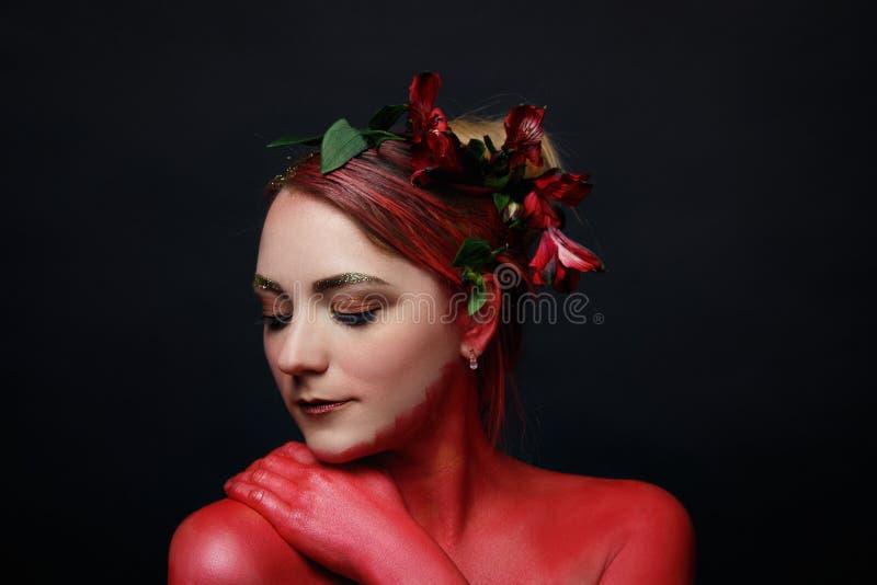 O retrato da menina do modelo de forma com colorido compõe imagem de stock