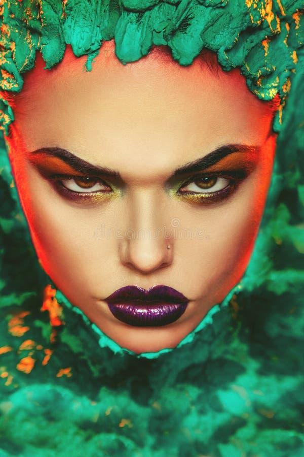 O retrato da mulher adulta sexual com criativo compõe imagens de stock royalty free