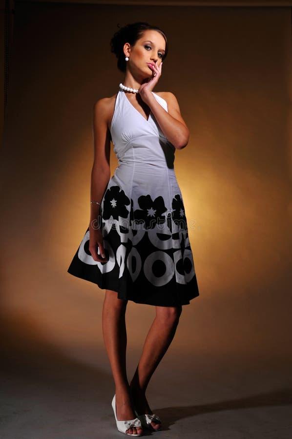 O retrato da mulher atrativa imagens de stock royalty free