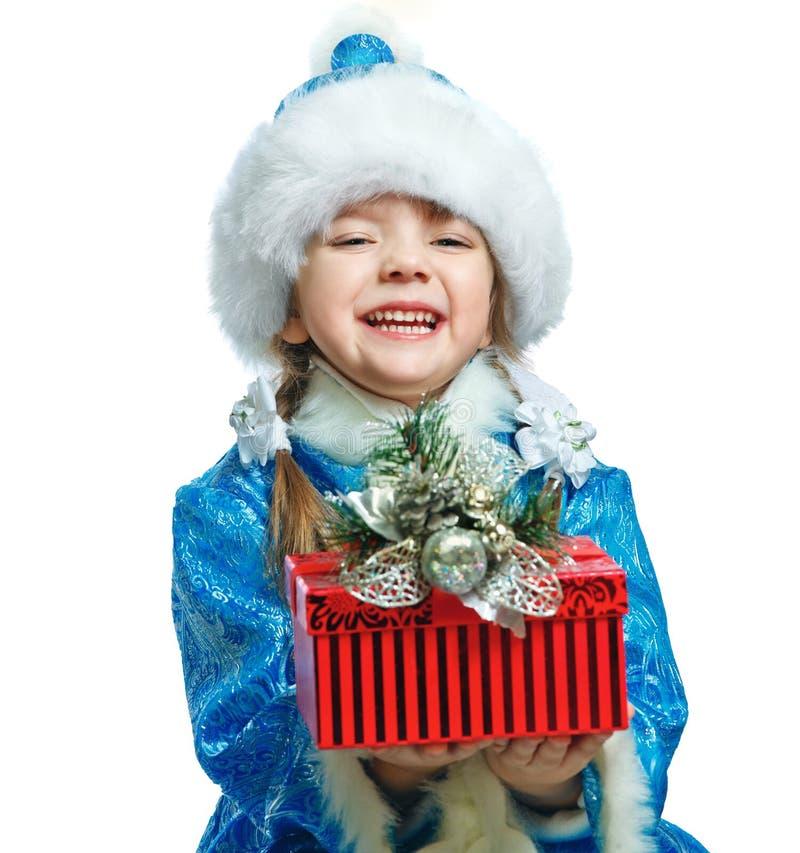 O retrato de uma menina vestiu-se no traje da donzela da neve fotos de stock