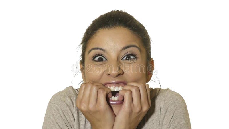 O retrato principal da mulher latino-americano feliz e entusiasmado louca nova 30s na surpresa e surpreende a expressão da cara c foto de stock royalty free
