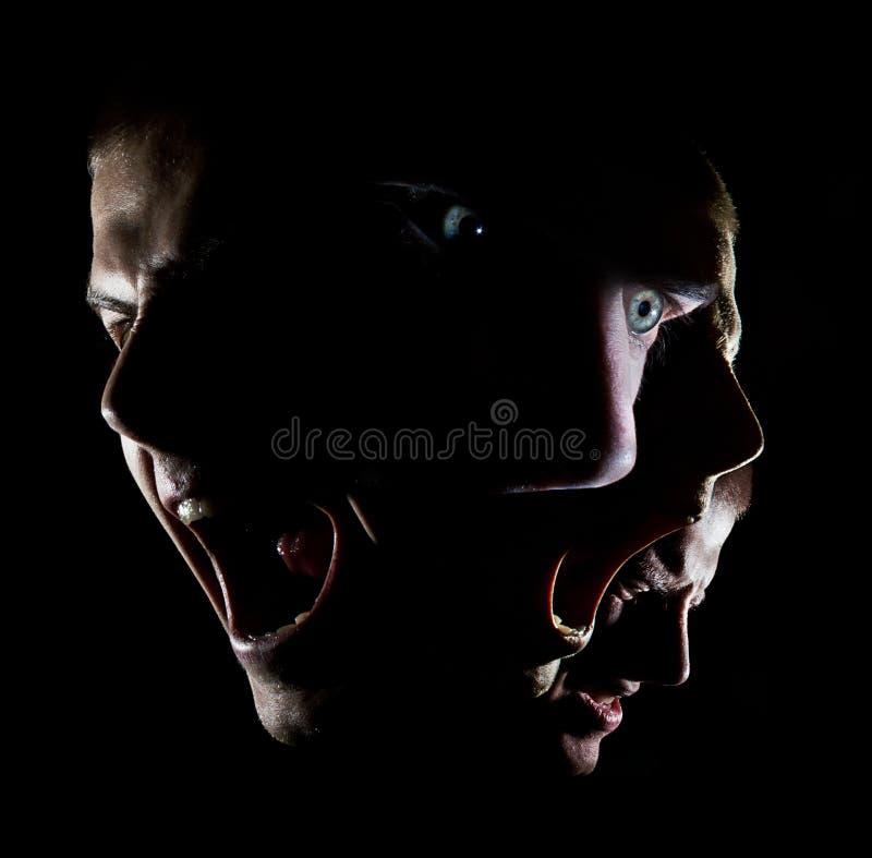 O retrato surrealista de um homem com agonia da raiva do conceito dos olhos verdes desencorajou a força foto de stock royalty free