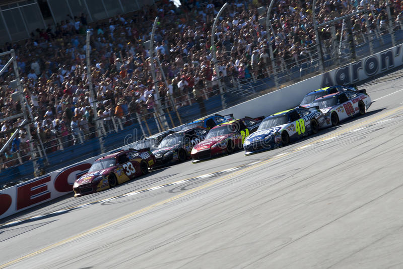 O revestimento o mais próximo na História Aaron 499 de NASCAR fotografia de stock royalty free
