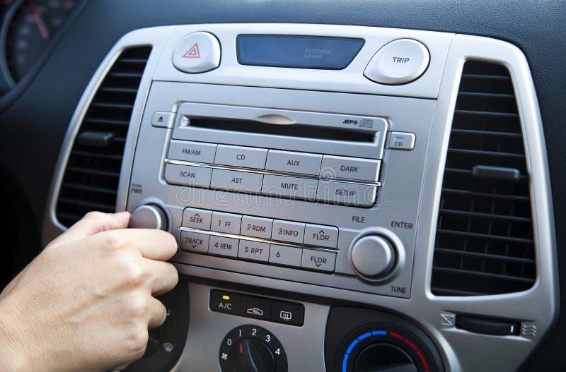 Estéreo do carro - ajustando o volume imagem de stock royalty free