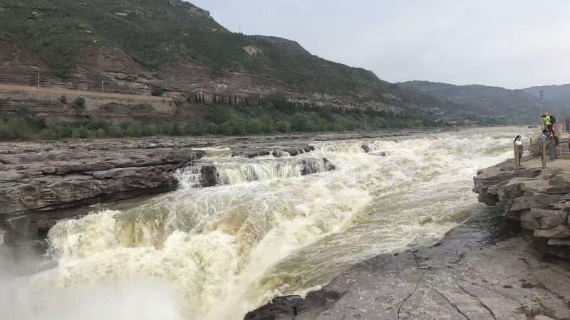 O Rio Amarelo, cachoeira de Hukou, o rio grande, as ondas brancas, as ondas fotos de stock