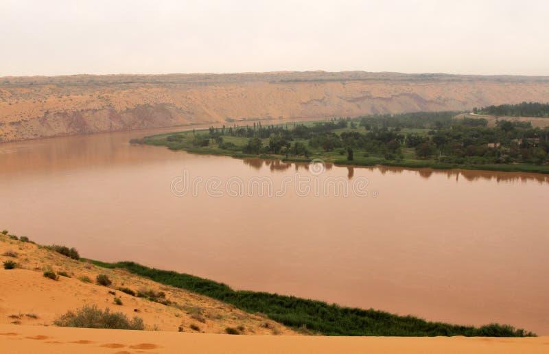 O Rio Amarelo Huang He - paisagem surpreendente em Shapotou, China imagens de stock royalty free