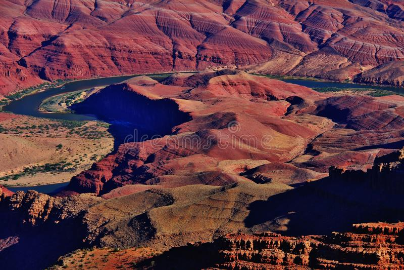 O Rio Colorado de enrolamento no parque nacional de Grand Canyon fotografia de stock