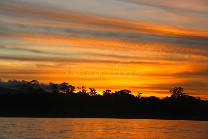 O rio de Beni no por do sol fotografia de stock