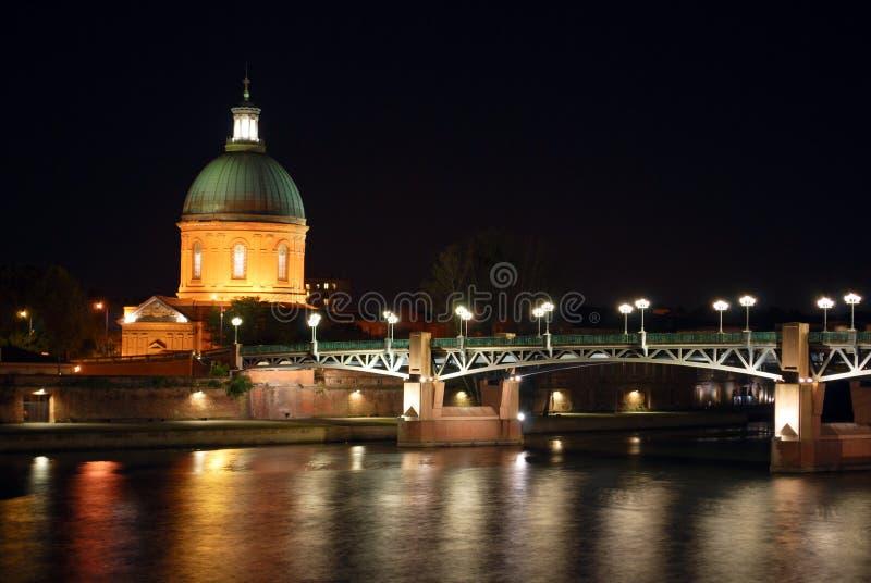 O rio de Garona em Toulouse durante a noite imagem de stock royalty free