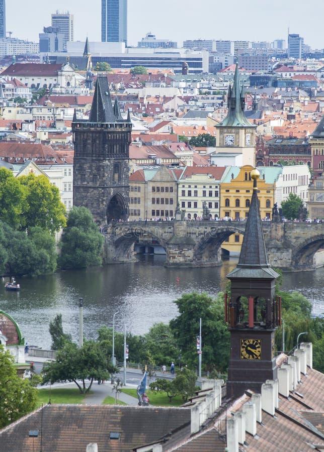 O rio de Praga fotografia de stock