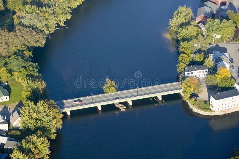 O rio de Saco que ajunta as duas cidades de Biddeford e de Saco em Maine imagens de stock royalty free