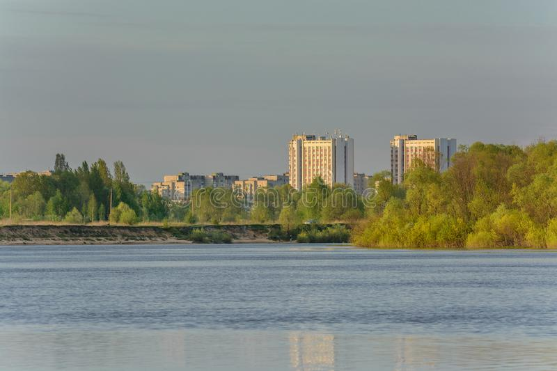 O rio Sozh no por do sol perto do distrito Lubensky Gomel belarus foto de stock royalty free