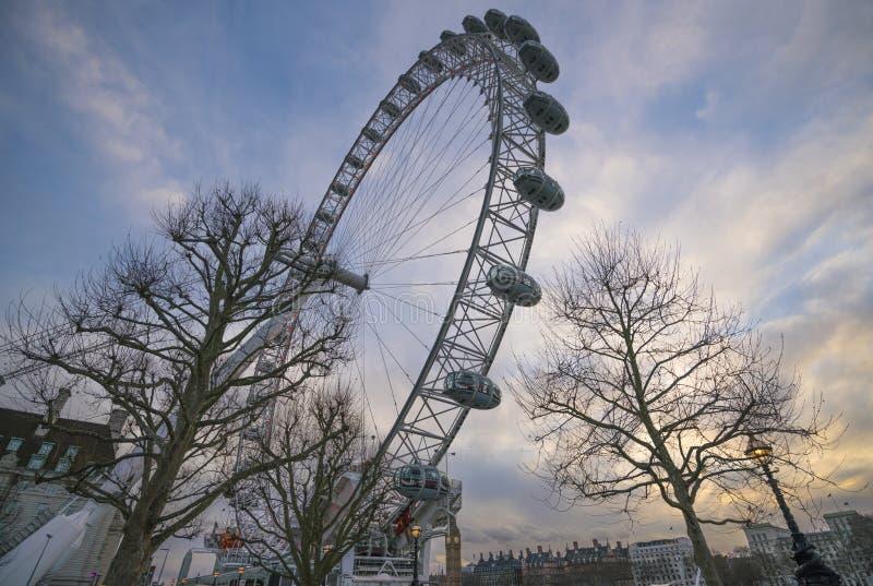 O rio Tamisa do olho de Londres imagens de stock