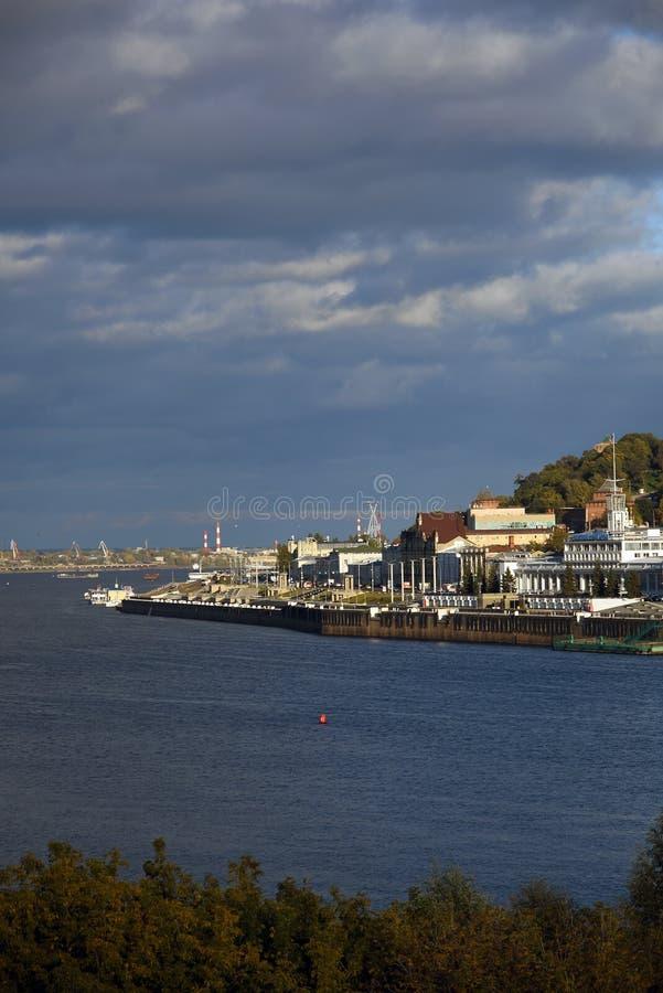 O Rio Volga, o rio de Oka e Kremlin em Nizhny Novgorod, Rússia imagem de stock royalty free
