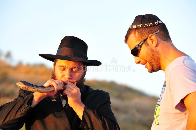Download O Ritual Judaico - Tashlich Foto de Stock Editorial - Imagem de jewish, sunrise: 26521548