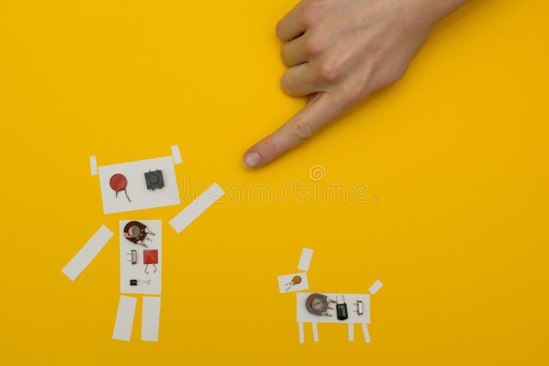 O robô de papel pequeno alcança para a mão do homem ilustração royalty free