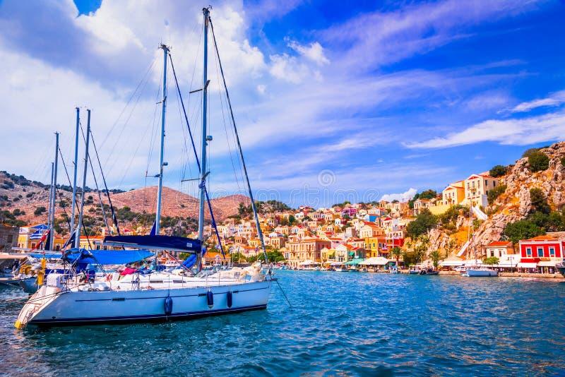 O Rodes, Grécia - ilha colorida de Symi imagem de stock