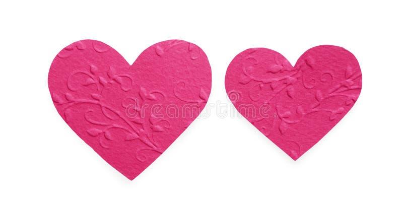 O rosa brilhante modelou os corações de papel isolados no fundo branco, Valentim foto de stock