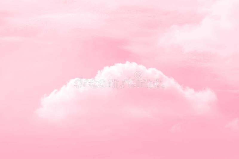 O rosa do céu, nuvens do céu no amor sente o Valentim cor-de-rosa do fundo da cor imagens de stock royalty free