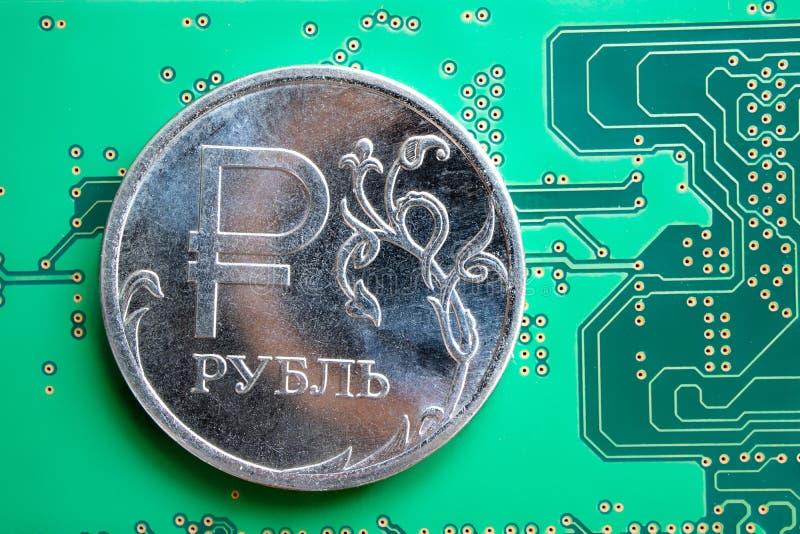 O rublo no close-up verde da microplaqueta foto de stock royalty free
