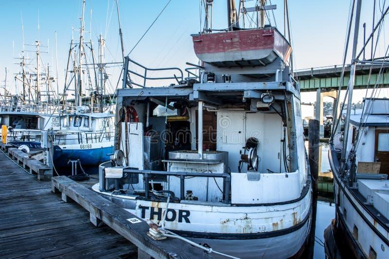 O ` s do palangreiro amarrou no terminal do ` s do pescador em Seattle Washington imagens de stock royalty free