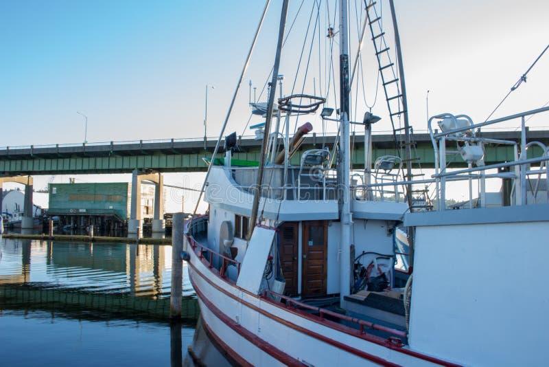 O ` s do palangreiro amarrou no terminal do ` s do pescador em Seattle Washington imagem de stock royalty free
