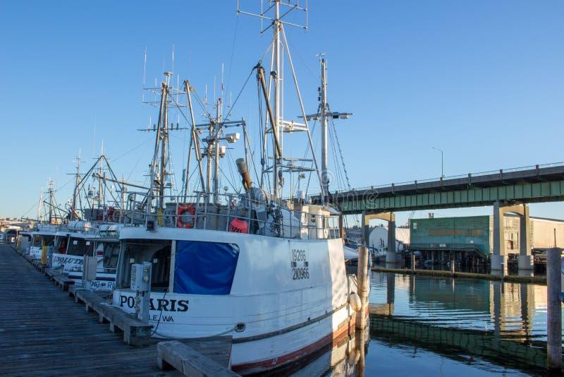 O ` s do palangreiro amarrou no terminal do ` s do pescador em Seattle Washington fotografia de stock royalty free