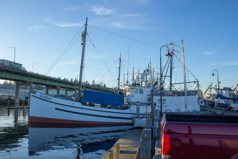 O ` s do palangreiro amarrou no terminal do ` s do pescador em Seattle Washington fotos de stock royalty free