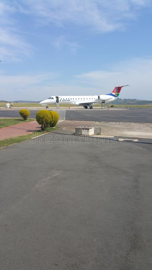 O SA Airlink aplana no aeroporto de Oribi em Pietermaritzburg imagens de stock
