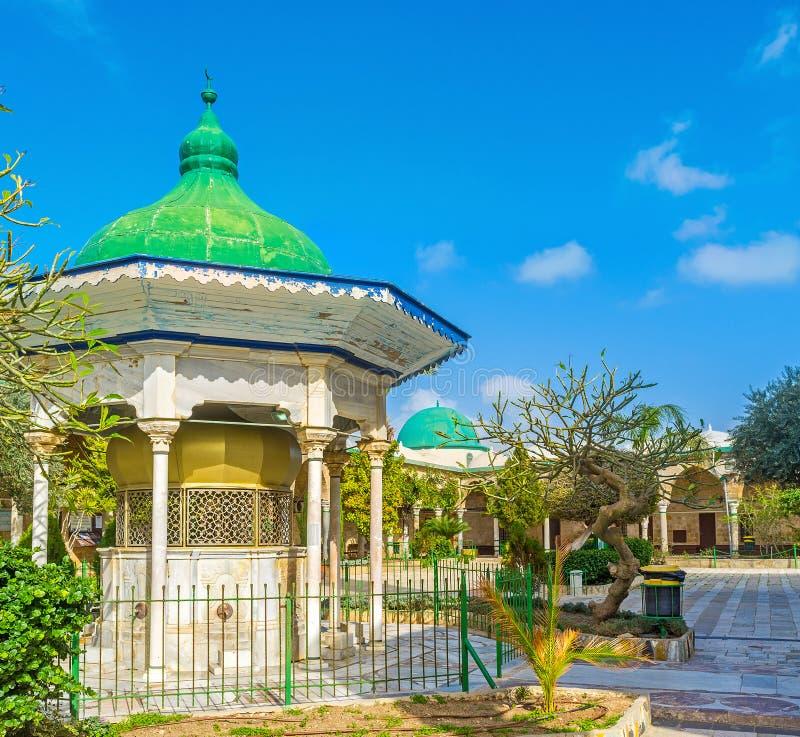 O sabil da mesquita branca fotos de stock