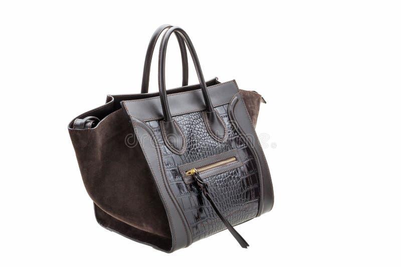 O saco das mulheres escuras do couro do chocolate no fundo branco fotos de stock