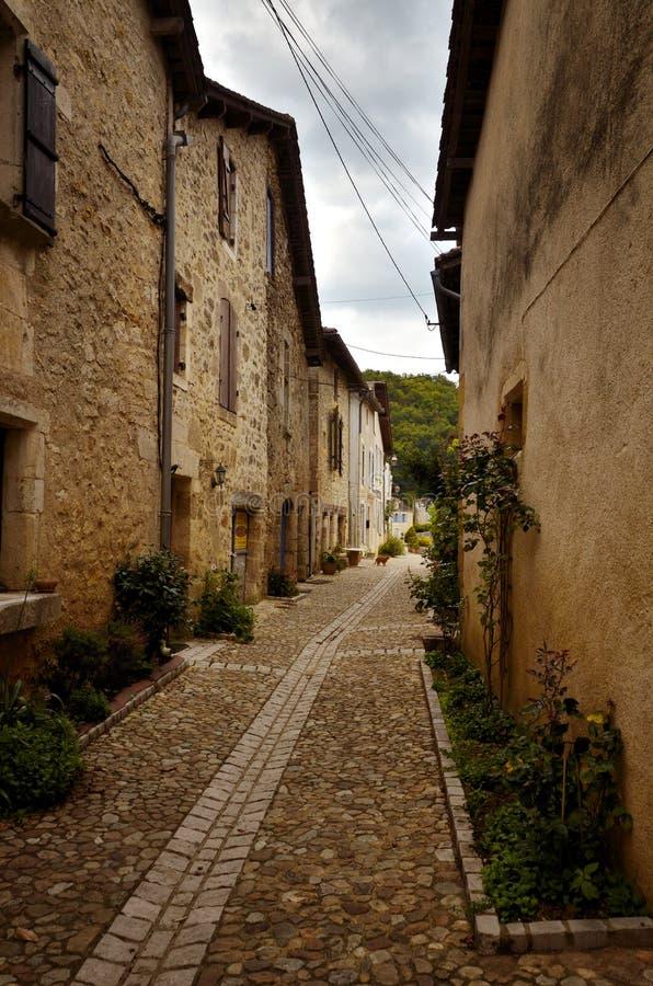 O Saint-Jean-de-Cole é uma vila medieval no norte do Dordogne, França foto de stock royalty free