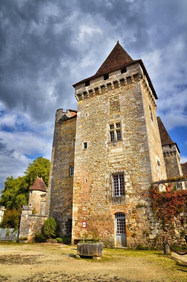 O Saint-Jean-de-Cole é uma vila medieval no norte do Dordogne, França fotos de stock