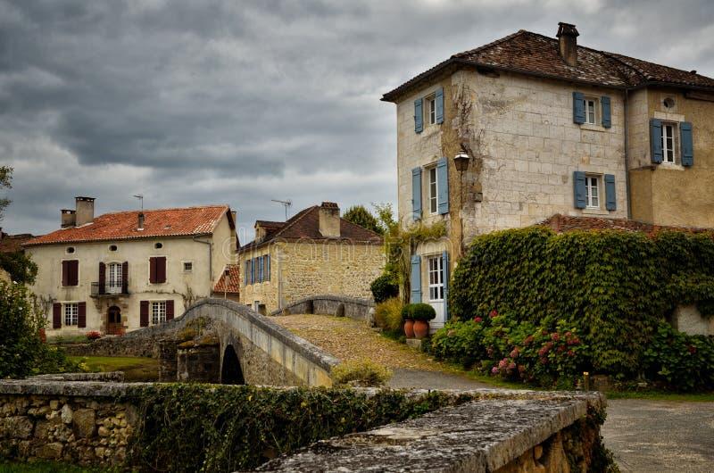 O Saint-Jean-de-Cole é uma vila medieval no norte do Dordogne, França imagem de stock royalty free